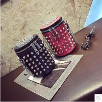 Europe and the United States fashion rivets buckets bucket Messenger bag retro chain handbags
