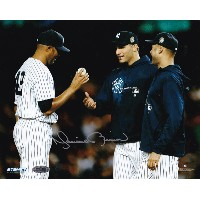 マリアノ・リベラ 直筆サイン入り 8×10フォト New York Yankees Autographed 'Final Game Mound Close Up Hand Ball To...