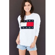 Tommy Jeans トレーナー トップス Urban Outfitters Tommy Hilfiger(トミーヒルフィガー) バイマ BUYMA