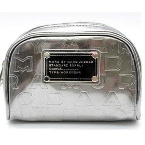 ★【MARC BY MARC JACOBS】マーク バイ マークジェイコブスロゴ入りポーチシルバー【中古】