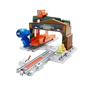 Fisher-Price Thomas the Train Track Master Steamworks Repair Station [並行輸入品]