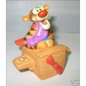 Disney Pooh & Friends - Eight Is For Discovering The World Near And Far figurine - 2008 Release