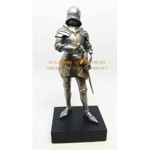 "GOTHIC MEDIEVAL KNIGHT SHORT SWORSMAN STATUE 9""H FIGURINE ROYAL SUIT OF ARMOR by SUMMIT [並行輸入品]"