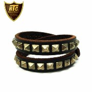 日本国内送料・代引き手数料無料 正規取扱店HTC (Hollywood Trading Company) LCC10-LONG 1Row Pyramid Silver Studs Bracelet...