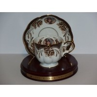 Avon 1999MRS P。F。E。Albee Honor社会Cup and Saucer