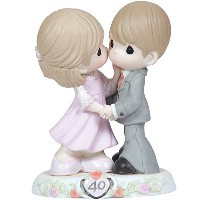Precious Moments、記念日ギフト、Sweeter As The Years Go By–40周年、Bisque Porcelain Figurine , # 113008by...