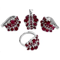 Faceted Ruby Pendant with Earrings and Ringセット – スターリングシルバー