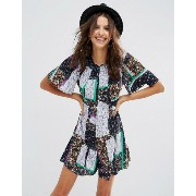 ASOS エイソス Flutter Sleeve Patchwork Ditsy Playsuit