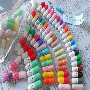 50Pcs Message in a Bottle Message Capsule Letter Cute Love Half Color Pill Hot Sale (Color:...