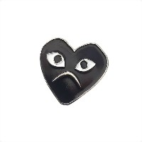 COMME des GARCONS(コムデギャルソン) HOLIDAY emoji PINS (ピンズ) ANGRY 290-004157-005+【新品】