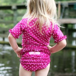 RuffleButts ラッフルバッツ水着 Berry 2T UPF50+ ラッシュガード Berry Polka Dot Ruffled Rash Guard Bikini (2T(90),...