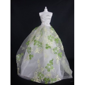 バービー 着せ替え用ドレス/服 G3 (White Strapless Ball Gown with Little Green Flowers Made to Fit Barbie Doll )