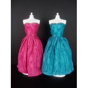 バービー 着せ替え用ドレス/服 2着セット PB1 (Set of 2 Beautiful Knee Length Dresses in Blue and Pink Made to Fit the...