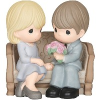 Precious Moments Couple Seated on Sofa Figurine [並行輸入品]