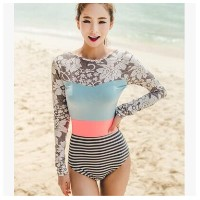 The new Korean long-sleeved swimsuit female Siamese triangle conservatism was thin small chest...