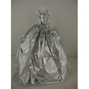 バービー 着せ替え用ドレス/服 Sv2 (The 2014 Christmas Gown in Silver with Snowflakes Made to Fit the Barbie Doll)