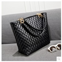 The new package new 2015 Korean winter fashion handbags retro lozenge shoulder hand bag bag lady