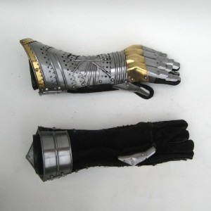 REAL SIMPLE...A HANDTOOLED HANDCRAFTED GAUNTLET ARMOR PAIR!! by NAUTICALMART [並行輸入品]