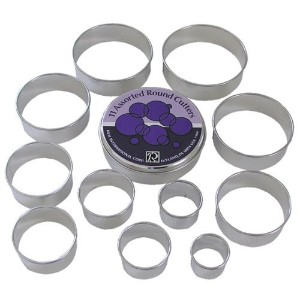R & M Set of 11 Round Pastry Cutters Set, Assorted