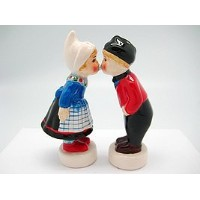 collectible Magnetic Salt and Pepper Shakersオランダ