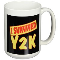 3drose Dooni Designs Survive Sayings – I Survived y2 K Survival Pride andユーモアデザイン – マグカップ 15-oz...