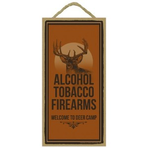 "( sjt00613 ) Alcohol Tobacco Firearms Welcome to Deer Camp 5 "" x 10 ""木製プラーク、サイン – 機能のアートワークのBuckwear"