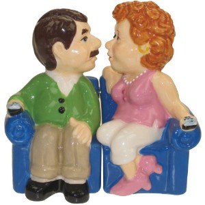 Westland Giftware Mwah磁気Couch Couple Salt and Pepper Shakerセット、3–3/ 4インチ