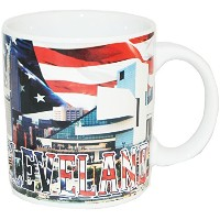 Cleveland Ohio Patriotic Skylineお土産コーヒーマグfeaturing The American Flag