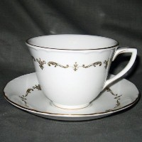 Royal WorcesterゴールドChantilly Cup & Saucer Set Footed