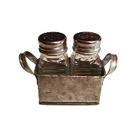 Industrial Salt and Pepper Shaker Set in亜鉛メッキメタルクレート