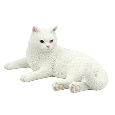 British Shorthair White Cat byユニコーンStudio