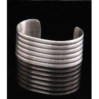 Native American Jewelry(ネイティブ アメリカン ジュエリー) / U.S NAVAJO 2 CHISLED BANDED CUFF 1940's-COIN (バングル...