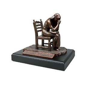 Lighthouse Christian Products Moments of Faith Praying Woman Sculpture, 5 3/8 x 7 3/4' [並行輸入品]