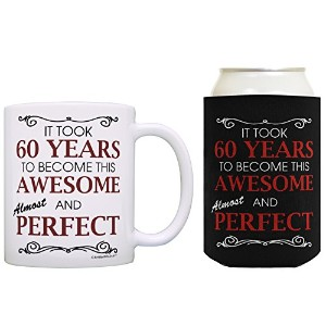 Took 60Years To Become Awesome Almost Perfect Can CoolieドリンククーラーCoolies 12オンス ブラック