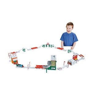 Fisher-Price Thomas The Train Holiday Train Set with Motorized Talking Train [並行輸入品]