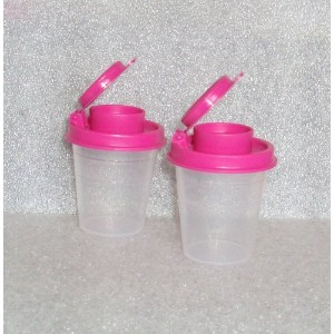 TupperwareクリアSalt and Pepper Shakers Set withホットピンクSeals