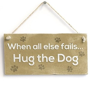 "meijiafei When All Else Fails Hug The Dog – Hanging PVC Sign SMALLペットPlaque 10 "" x5 """