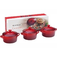 Le Creuset Stoneware Petite Round Casseroleギフトセット、スリーズ(チェリーレッド)