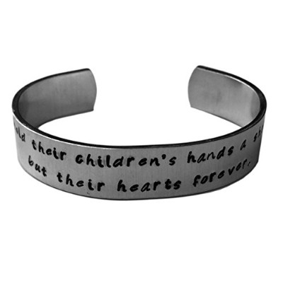Mothers Hold短時間が、その子の手がTheir Hearts Forever。| Gifts for Mom | Mothers PR
