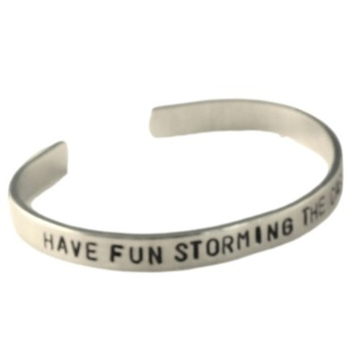 """Princess Bride Inspiredブレスレット–Have Fun Storming the Castle–Hand Stamped 1/ 4""""アルミカフブレスレット"""