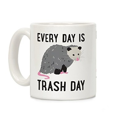 Every Day Is Trash Day Opossumホワイト11オンスセラミックコーヒーマグby LookHUMAN