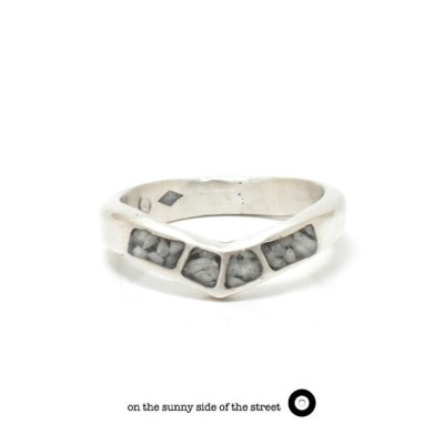 on the sunny side of the street オンザサニーサイドオブザストリート710-237/WHITE Chevron Mosaic Curve Ring Silver...