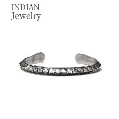 INDIAN JEWELRY ナバホ族|Wylie Secatero|スタンプワーク|バングル『NAVAJO STAMPED SILVER BANGLE』【アメカジ・ネイティブ】IJ-207...