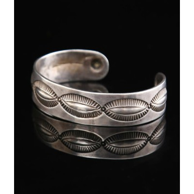Native American Jewelry / ネイティブ アメリカン ジュエリー : 1890's〜1900's REPOUSED CHISLES CUFF INGOT : バングル...