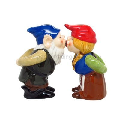 PGトレーディング9081 4で。Gnomes Salt and Pepper Shakers