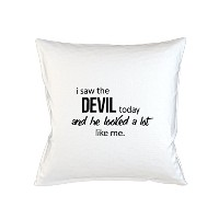 I Saw The Devil Today He Looked A Lot Like Me おかしいです 皮肉な Sofa ベッドホームデコールクッション 枕カバー・ピローケース 白