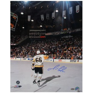 NHL Pittsburgh Penguins Mario Lemieuxスケートtowards群集垂直写真、16 x 20インチ