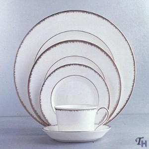 WedgwoodプラチナPlume 5 Piece Place Setting