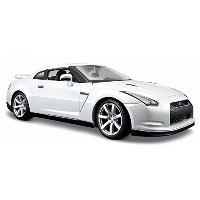 Nissan GT-R (2009, 1/18 scale Die-Cast model car, Pearl White) 31704 by Maisto Special Edition
