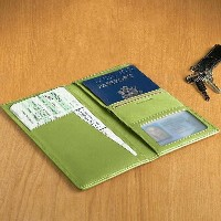 革製 パスポートケース グリーンLeather Ticket and Passport Holders Key Lime Green